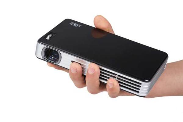First look: Hypermaxx's Portable Projector literally fits in your hand