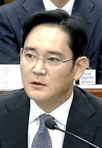 Samsung chief charged with bribery