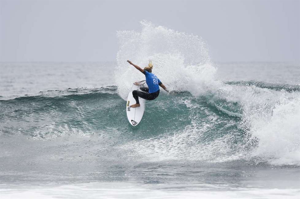 Steph Gilmore puts on next-level performance at Trestles
