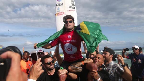 Reos win in Rio for Adriano