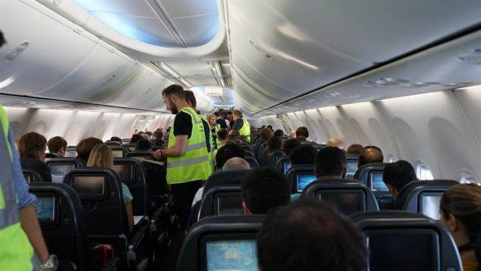 Qantas to invite public use of free inflight wi-fi 'within weeks'