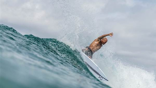 Slater Holds Court in Snapper Freesurf with All-Star Cast.