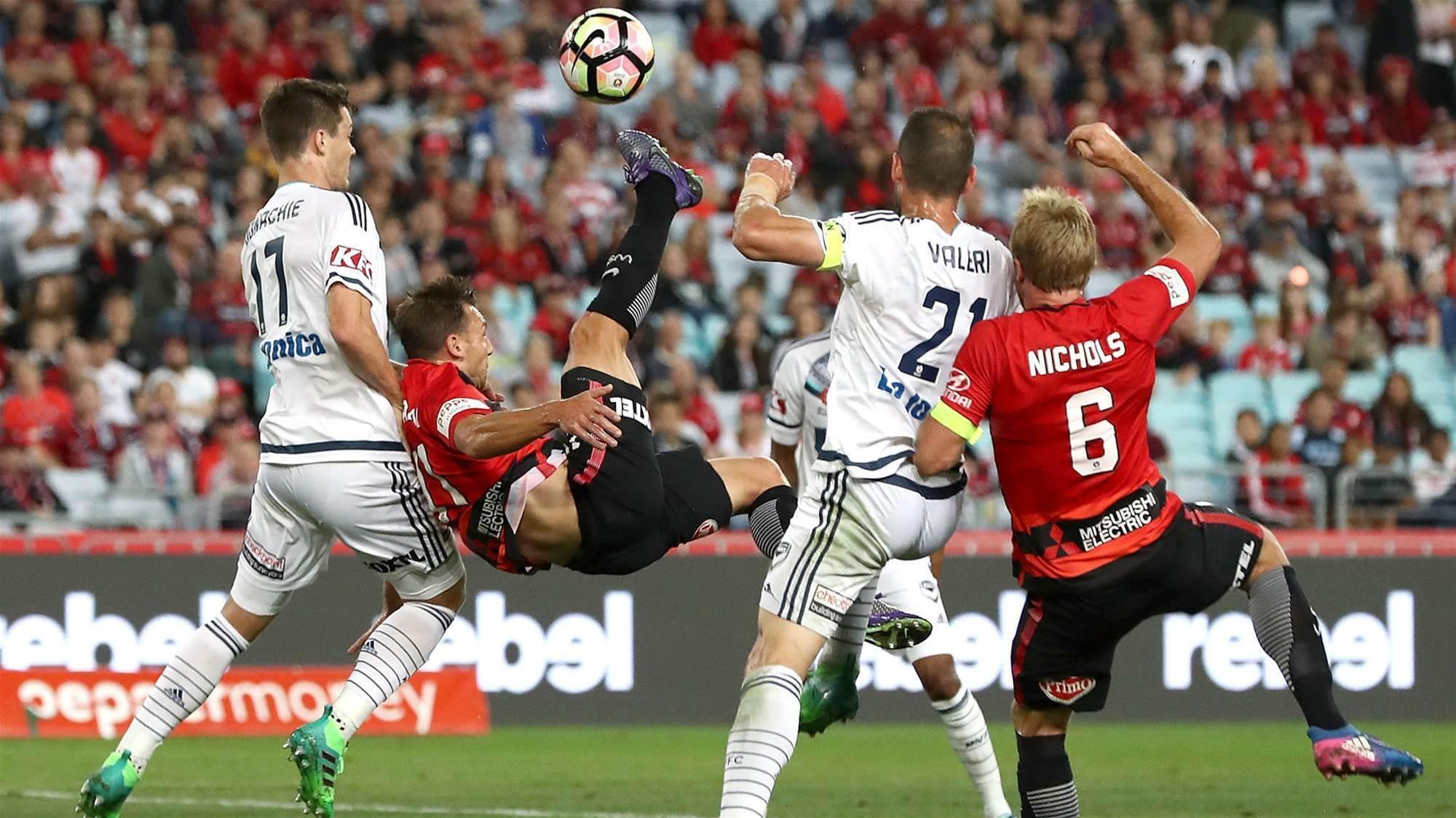 Deadlock: 10-man Victory dash Wanderers' home final hopes