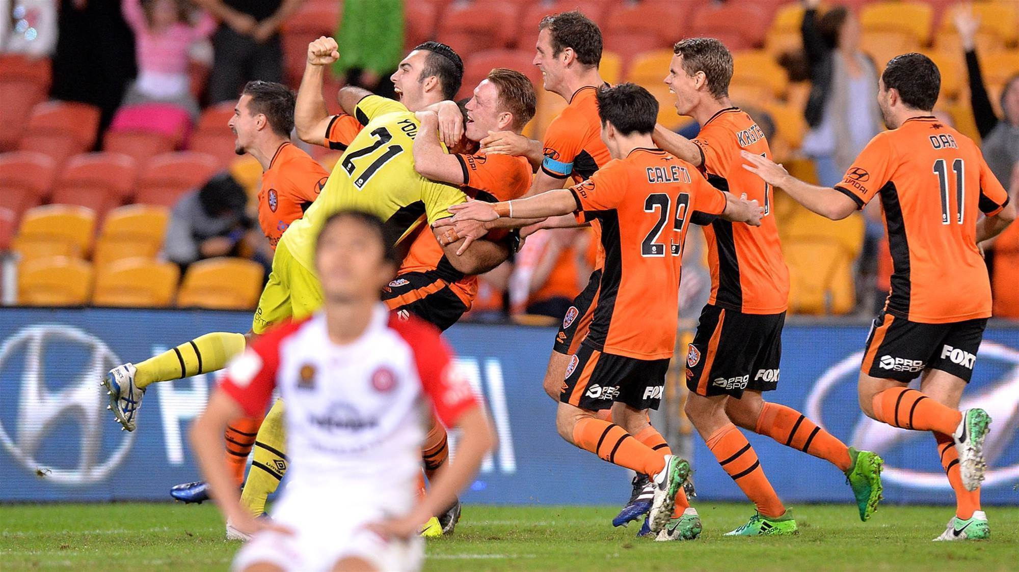 Gripping shootout sets up Victory-Roar semi