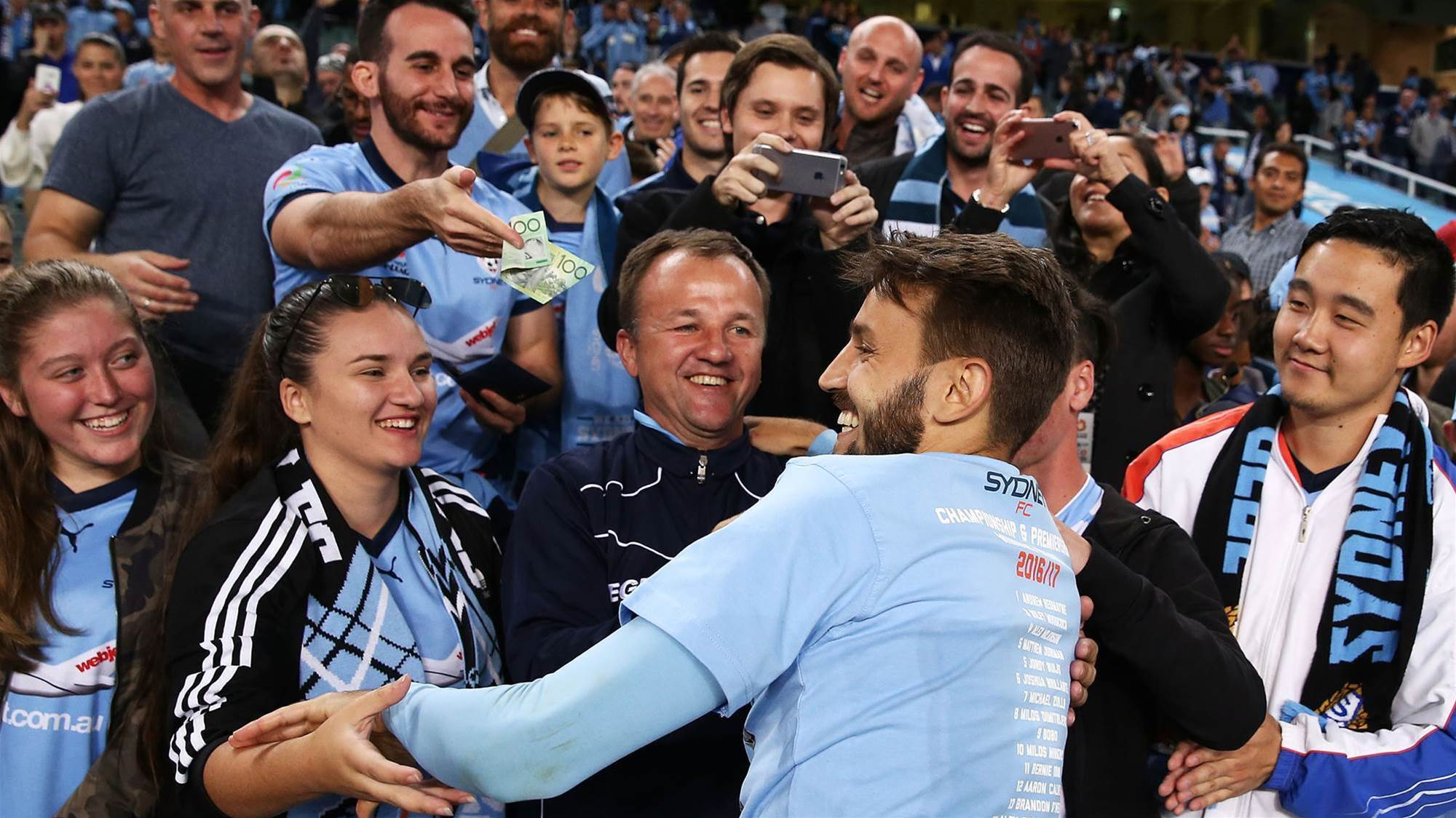 Ninkovic hints at Sydney stay