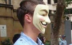 Hundreds flock to Wikileaks Sydney rally