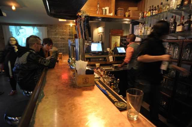 300 more pubs to let customers pay for drinks using phones