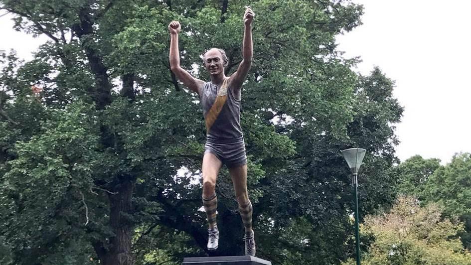 AFL legend Bartlett honoured with statue