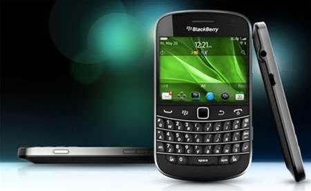 BlackBerry Bold 9900 hits Telstra stores tomorrow