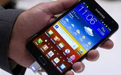 Samsung Galaxy Note 2: hold off on that new phone?