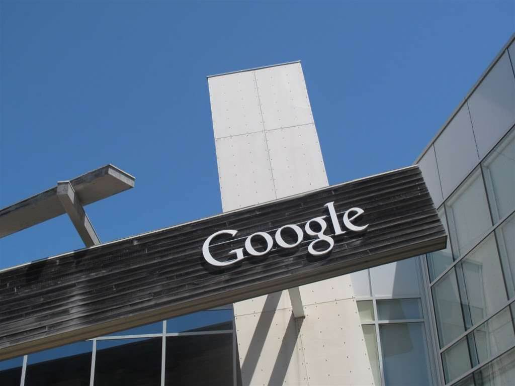 Google to build robots for surgery
