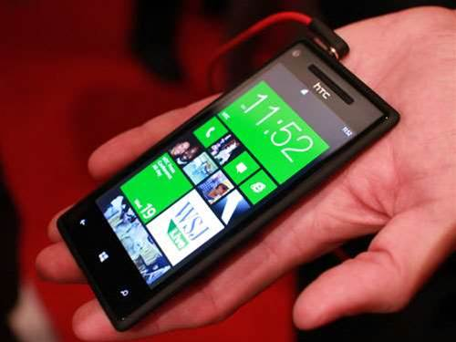 HTC unveils two Windows 8 phones