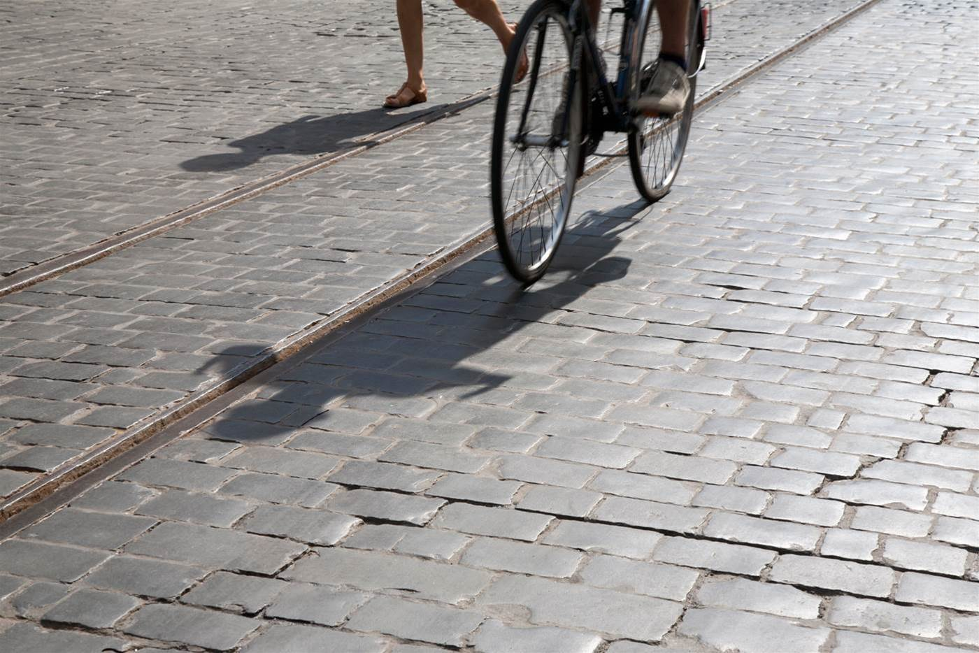 Watch: How to ride safely across rail and tram tracks