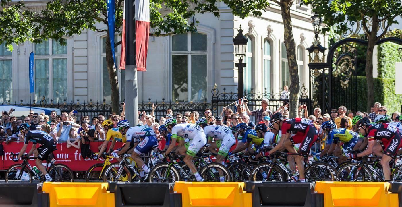 Pro cyclists got a pay raise - but women were left out