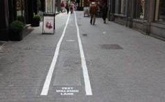 Smartphone users get 'text-walking' lanes in Belgium