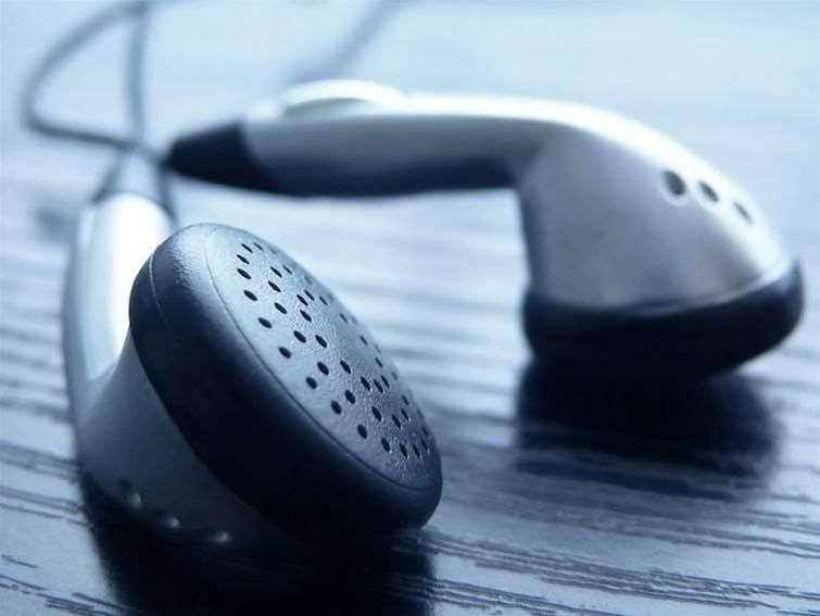 Amazon offers free cloud music service