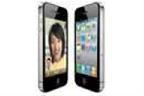 iPhone overtakes BlackBerry, closes in on Nokia