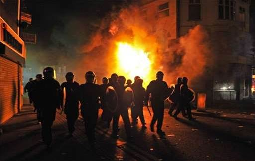 Police accessed BlackBerry Messenger during London's riot attacks