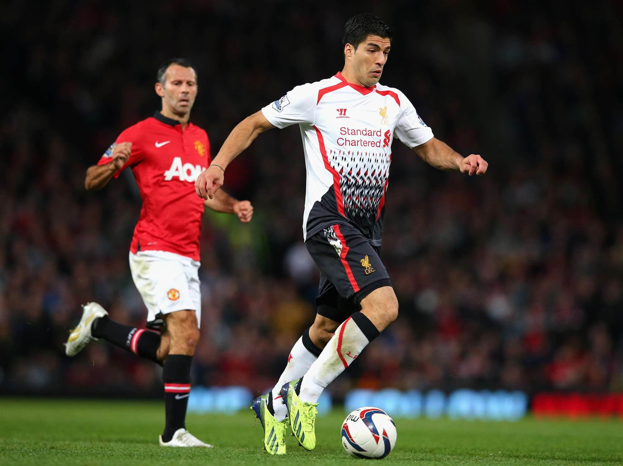 Manchester United wreck Suarez's return