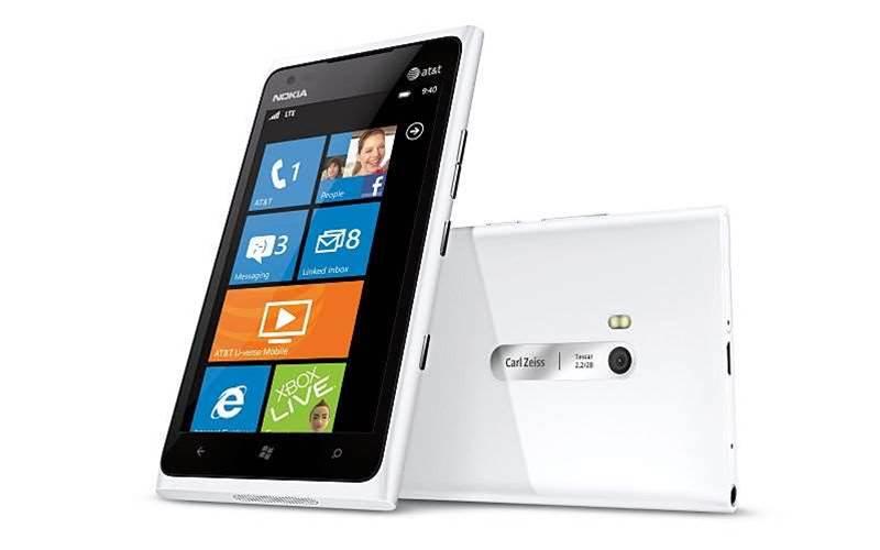 Nokia slashes Lumia 900 price