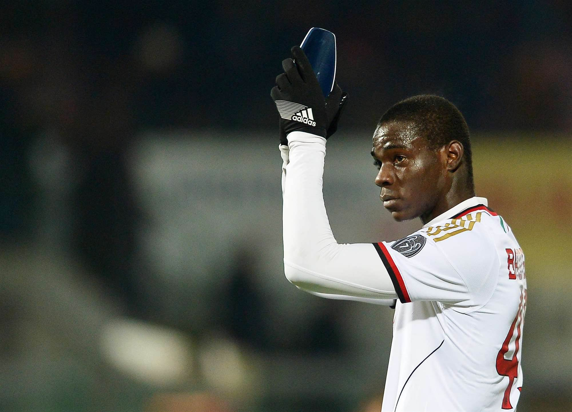 Balotelli calls for better focus from Milan