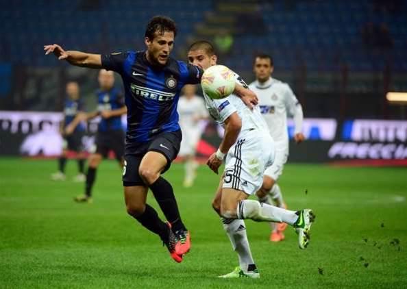 Silvestre crosses Milan divide
