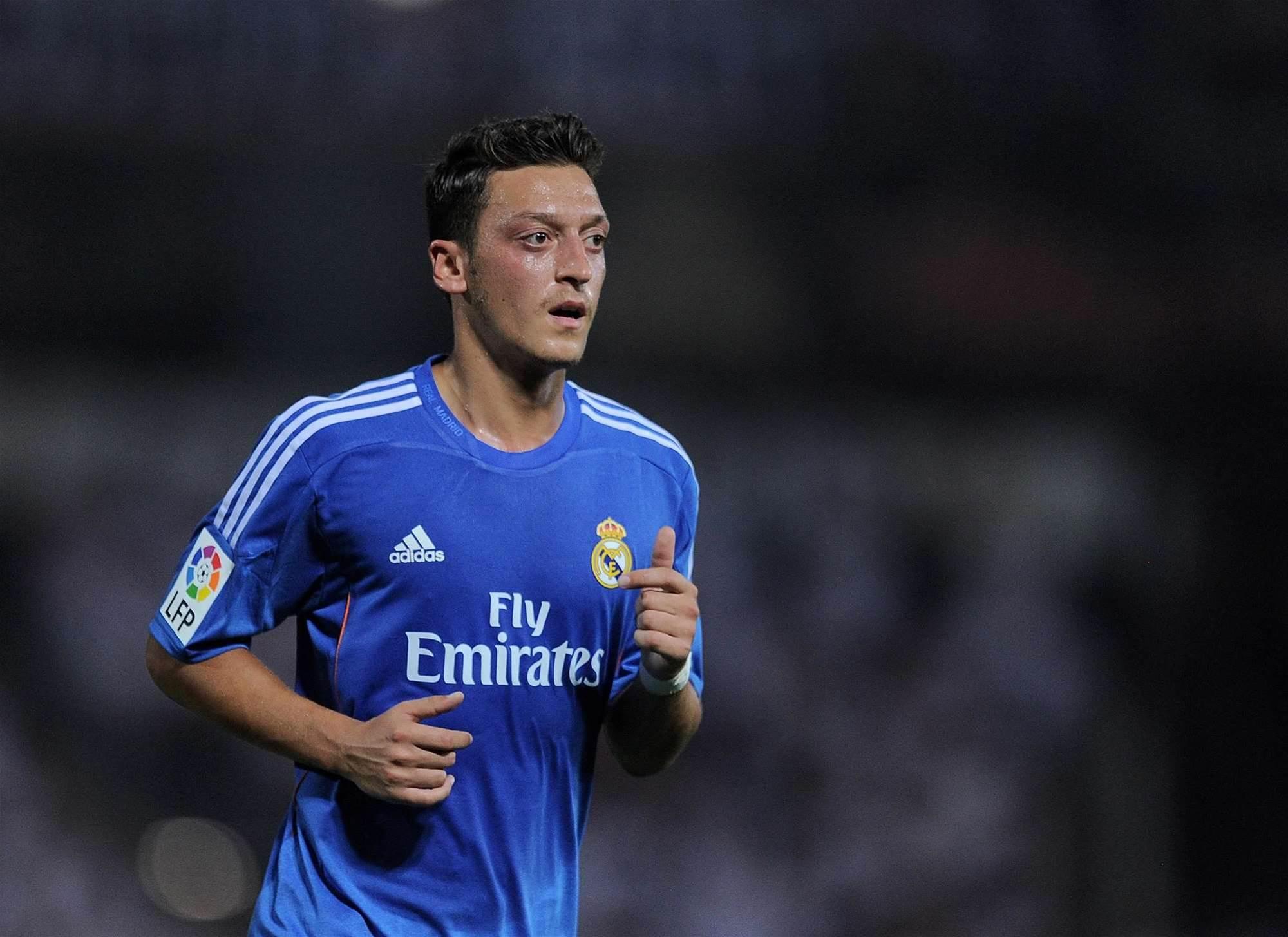 Arsenal secure Ozil signing