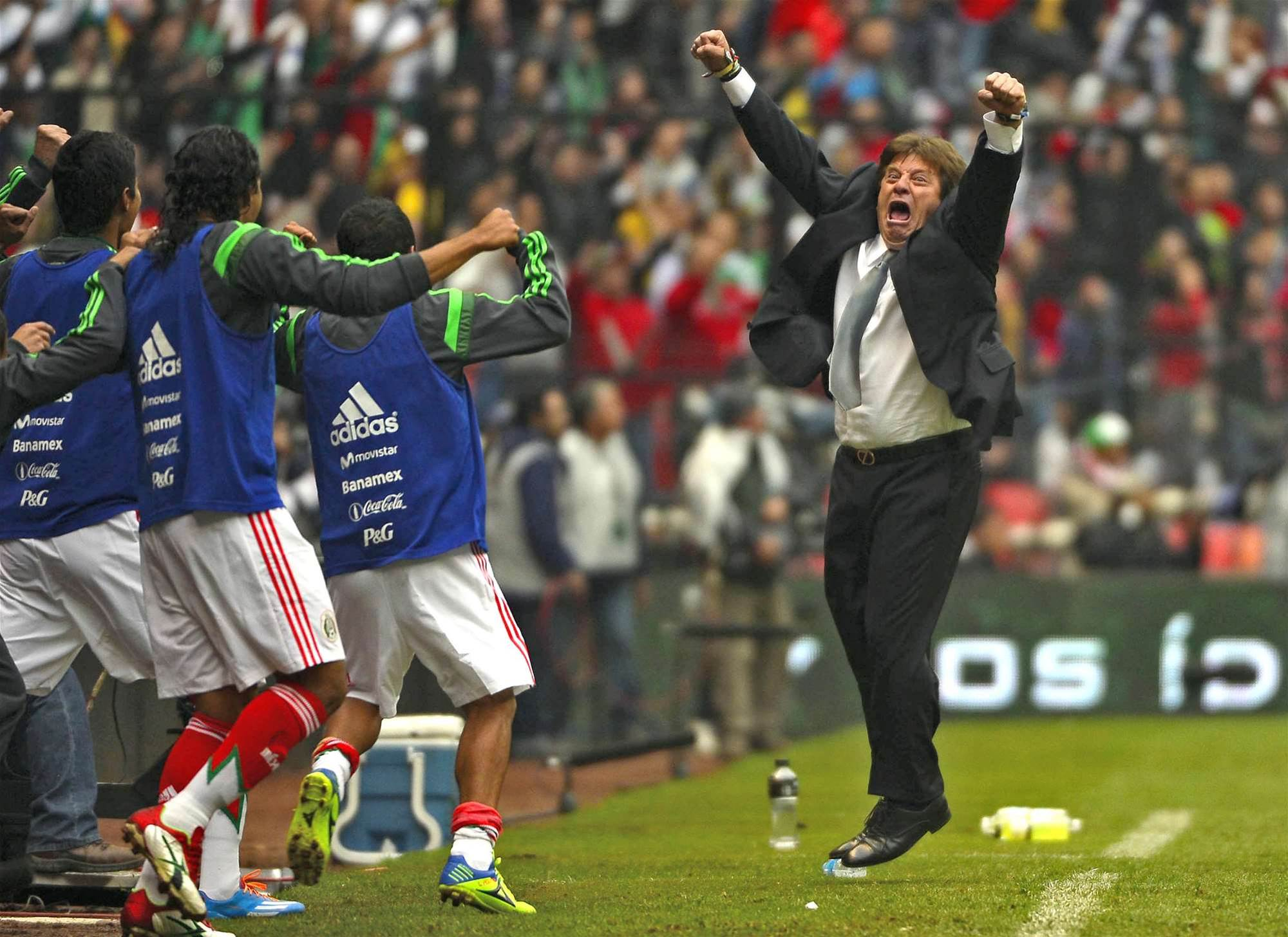 Mexico coach says team owes the fans