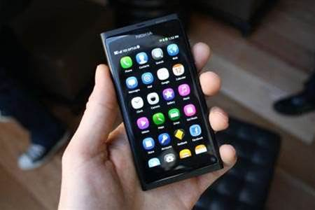 Unusual OS, no buttons: Nokia unveils the N9