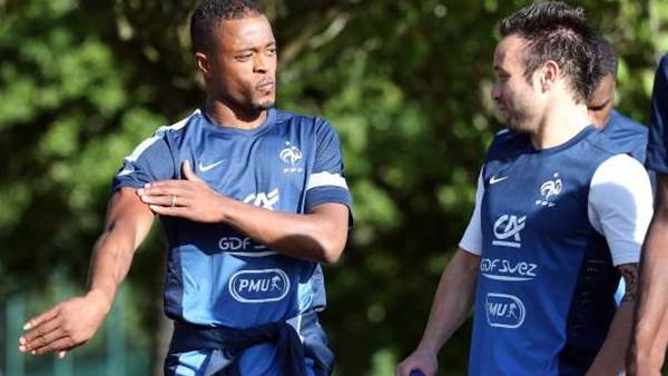 Evra earns plaudits for French team talk