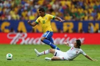 Paulinho confirms Tottenham interest