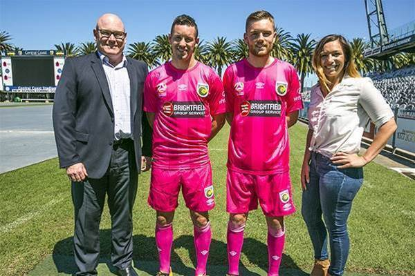 Mariners pretty in pink for charity