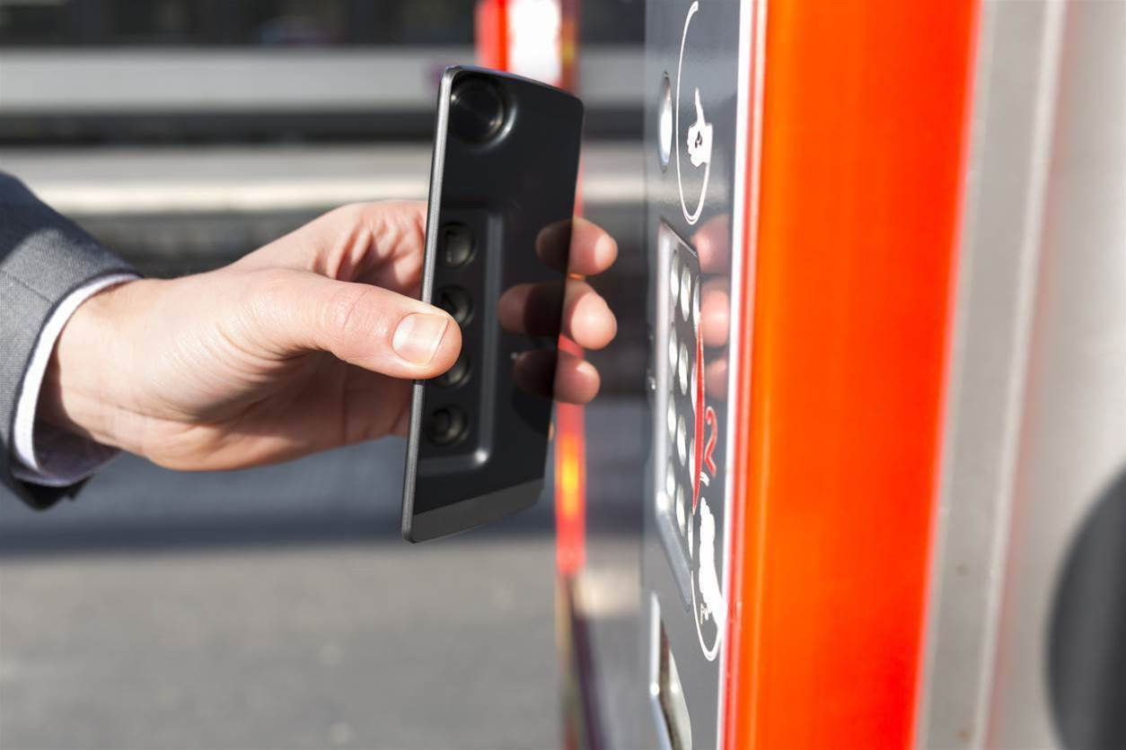 SA starts testing smartphone payments on public transport