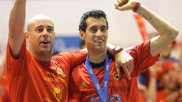 Busquets wants Reina to replace Valdes