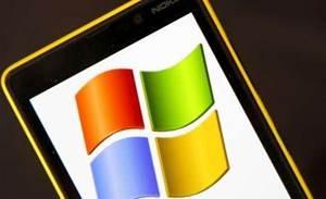 Nokia delays launch of smartphone hybrid
