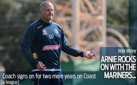 Arnie signs on to stay at Mariners