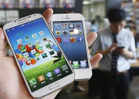 Apple, Samsung patent fight moves to trade panel