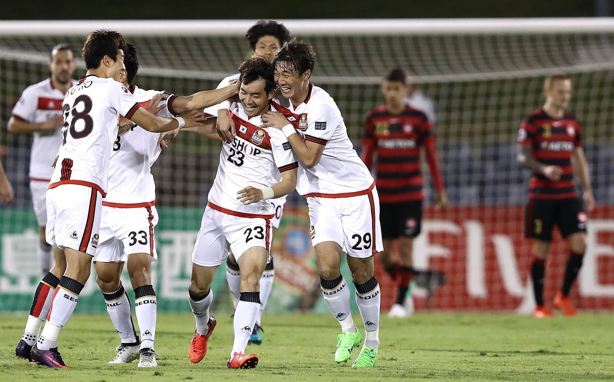 Wanderers rally but all but out