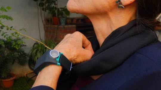 This sonar band uses vibrations to help blind people navigate with ease
