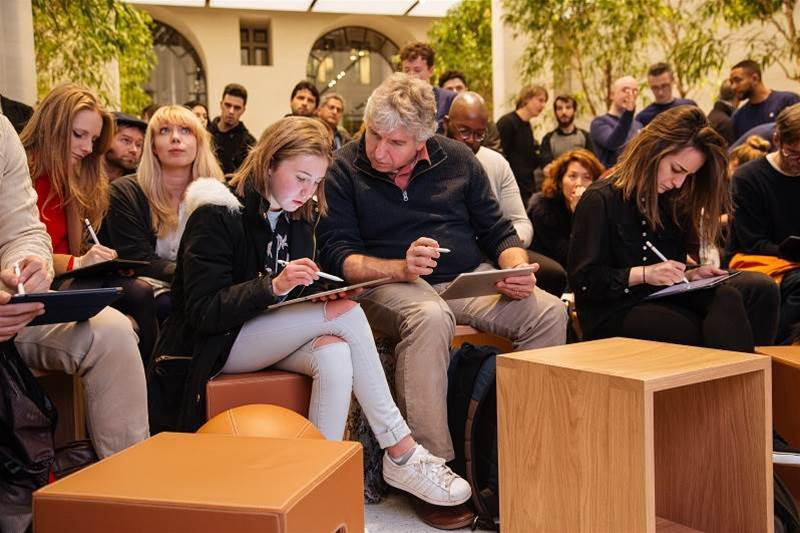 Apple Stores to offer 60 free training sessions
