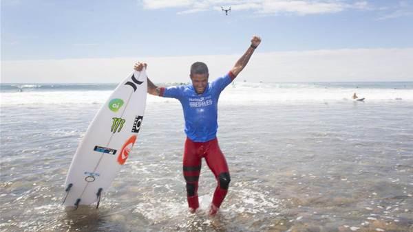Footloose Filipe topples Jordy, the one-wave wonder.