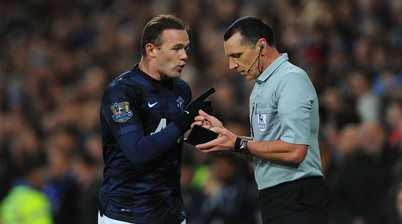 Moyes backs ref's Rooney call