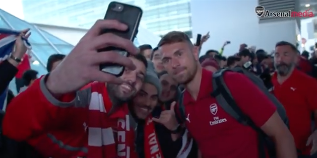 Video: Huge crowds greet Arsenal