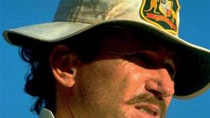 Allan Border shares views over a few cold ones