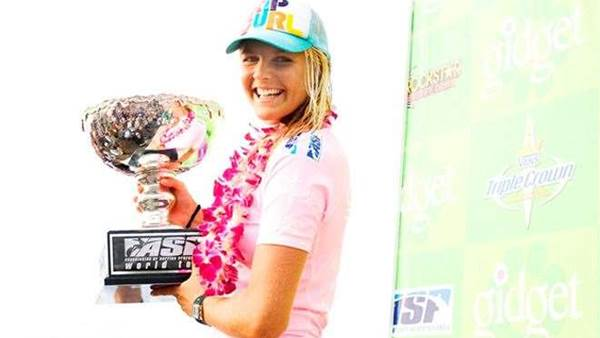 Stephanie Gilmore Claims Third Consecutive World Title