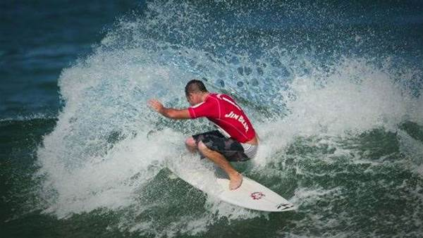 COURTNEY AND UMINA PSYCHED FOR NEWCASTLE SURFTAG