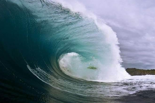 Bondi rescue star breaks neck surfing Ours