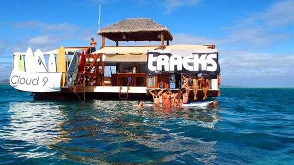Tracks Party, Fiji
