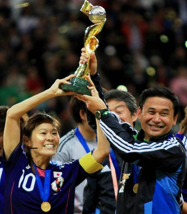 Sawa, Sasaki take out top awards