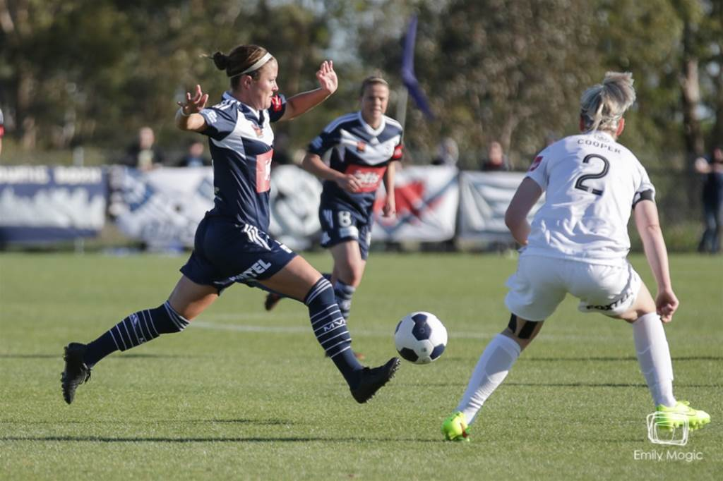 Melbourne Victory fire in home opener